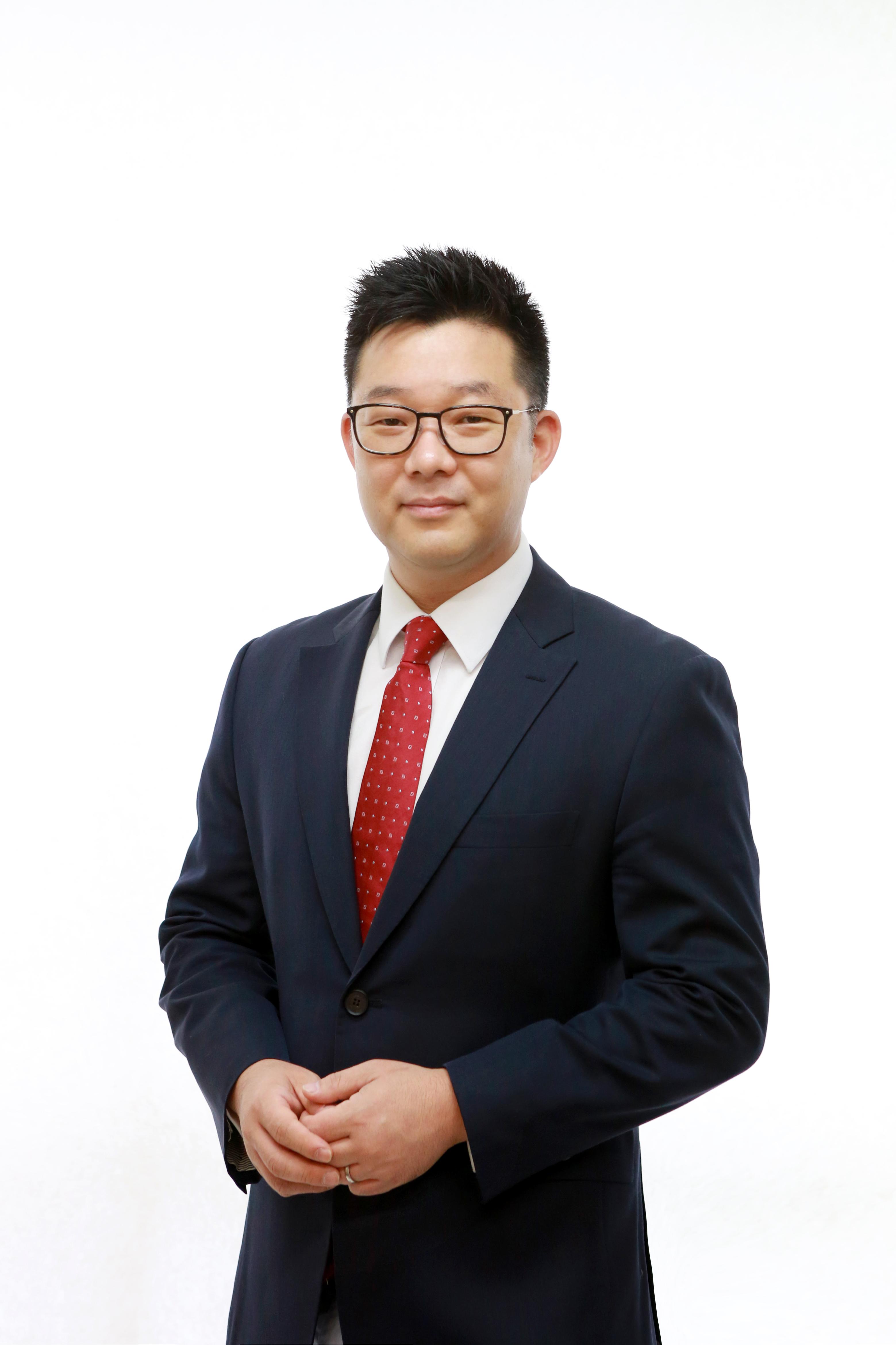 Dr Kyusik (Mav) Kim